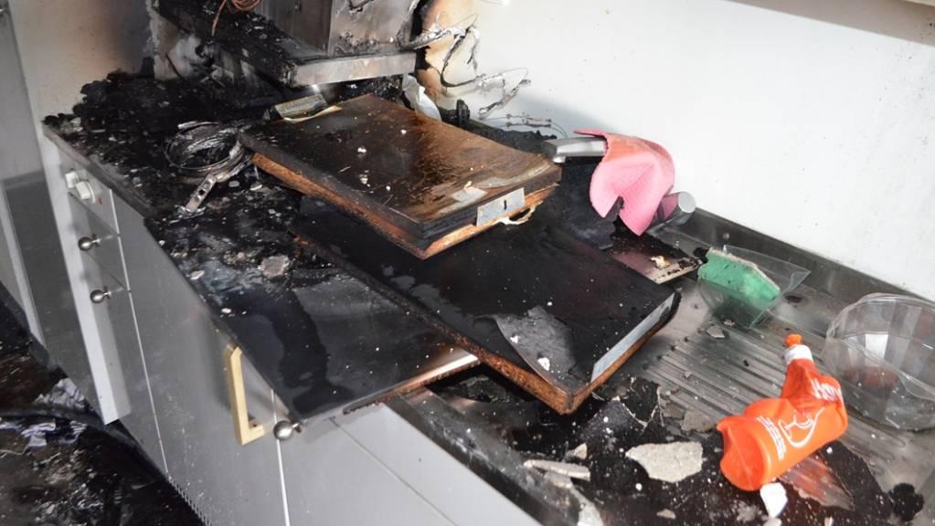 In Samedan ist es im Personalhaus des Spitals Oberengadin in einer Küche zu einem Brand gekommen.