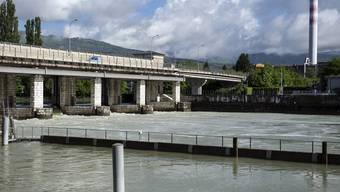Die Pegel von Neuenburger- und Murtensee sinken. Nur noch der Bielersee (Bild) überschreitet die Hochwassergrenze.