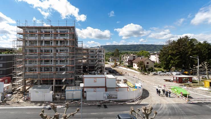 Die Zentrumsüberbauung in Geroldswil ist in den letzten Zügen. Gestern Montag fand die Übergabe der Ladenlokale an die Mieter Coop und die Apotheke Pill statt.