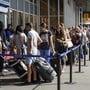 Wegen verschärfter Sicherheitsvorkehrungen nach dem falschen Bombenalarm war es am Mittwoch am Flughafen Genf zu langen Wartezeiten gekommen.