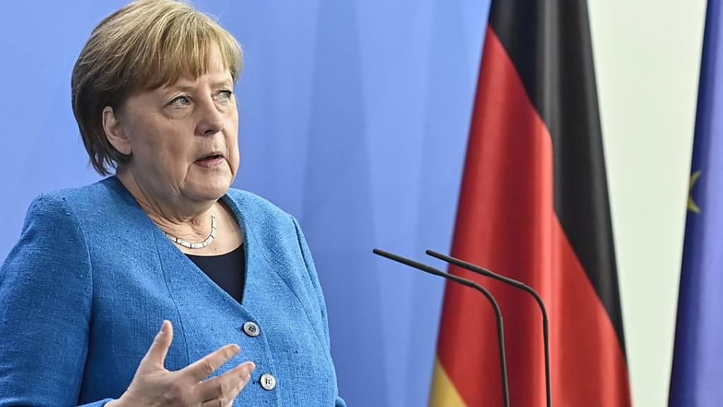 Bundeskanzlerin Angela Merkel spricht auf einer Pressekonferenz zum informellen EU-Gipfel und dem EU-China-Gipfel. Foto: John Macdougall/AFP-Pool/dpa
