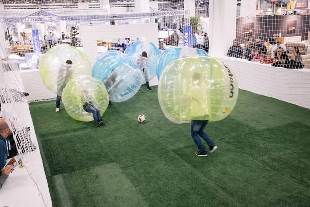 «Bubble Soccer» an der Warenmesse 2016