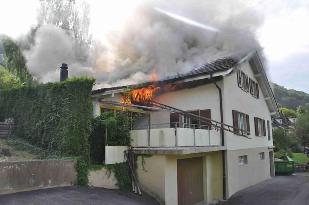 Die Brandmeldung ging bei der Kantonspolizei Solothurn um 9.36 Uhr ein