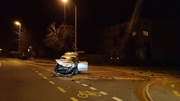 Ein betrunkener Autofahrer achtete nicht auf den Vortritt und prallt mit einem anderen Auto zusammen.