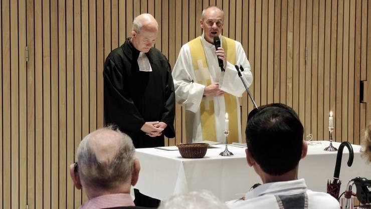 Der reformierte Pfarrer Michael Dietliker (l.) und der katholische Pfarrer Andreas Stüdli hielten die Predigt.