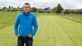OK-Präsident Michael Rätz steht auf der gepflegten 100-Meter-Bahn am Rand der Weide, auf der das Regionalturnfest stattfindet.