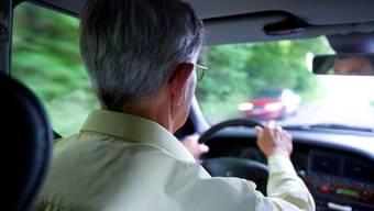 Hausärzte dürfen weiterhin die periodischen Kontrolluntersuchungen der über 70-jährigen Lenkerinnen und Lenker durchführen. (Archiv)