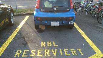 Der Kleinwagen stand unerlaubterweise auf diesem Parkplatz.