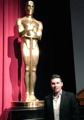 Der Zuchwiler mit der Oscar-Statue in Gross
