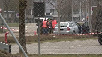 In Wangen an der Aare ist es heute zu einem tragischen Zwischenfall gekommen. Ein Berufs-Unteroffizier erlitt einen Zusammenbruch und starb kurz darauf.