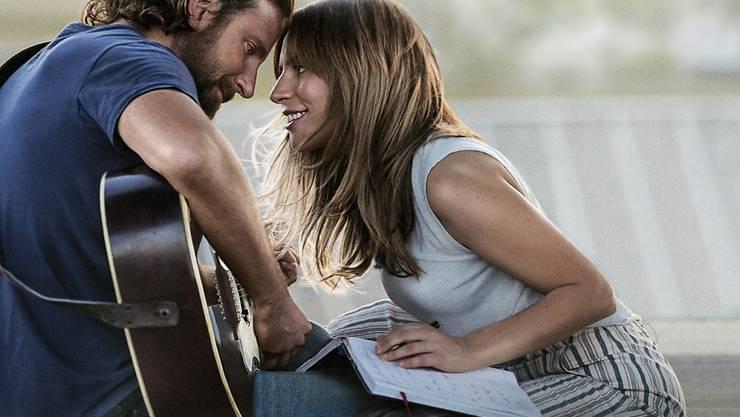 """Alles nur gespielt, aber das gut: Lady Gaga und Bradley Cooper in """"A Star is Born""""."""
