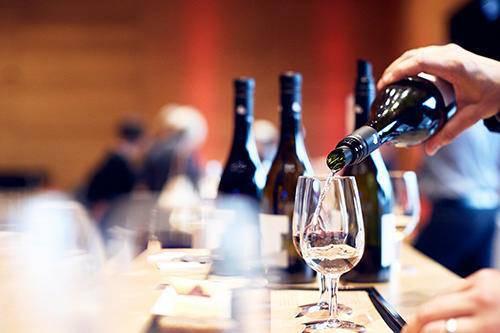 Für alle Weinliebhaber: Art Vino in Rorschach. (Bild: Facebook/wuerthhausrorschach)