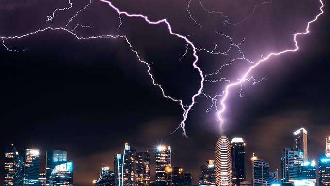 Das passiert, wenn ein Blitz ins Haus einschlägt