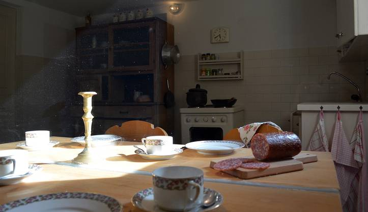 In der Küche lässt sichs mit Mäusen an einem gemeinsamen Tisch sitzen.
