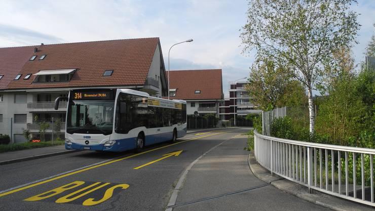 Hier an der Birmensdorferstrasse wird die Limmattalbahn dereinst von Urdorf her kommend das Dietiker Stadtgebiet befahren.