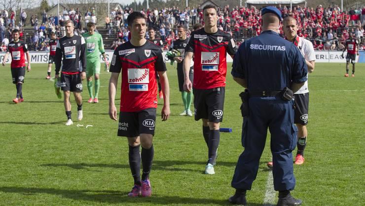 Konsternierte Aarauer nach der 0:1-Niederlage.