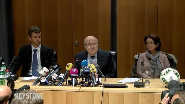 «Acht Jahre, wofür?»: So reagiert Sepp Blatter an seiner Medienkonferenz auf die Sperre (21.12.2015).