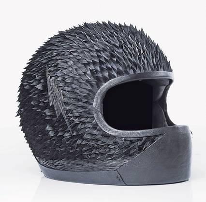 Der «Bike Helmet» mit Gänsefedern von Plumassier Maxime Leroy.
