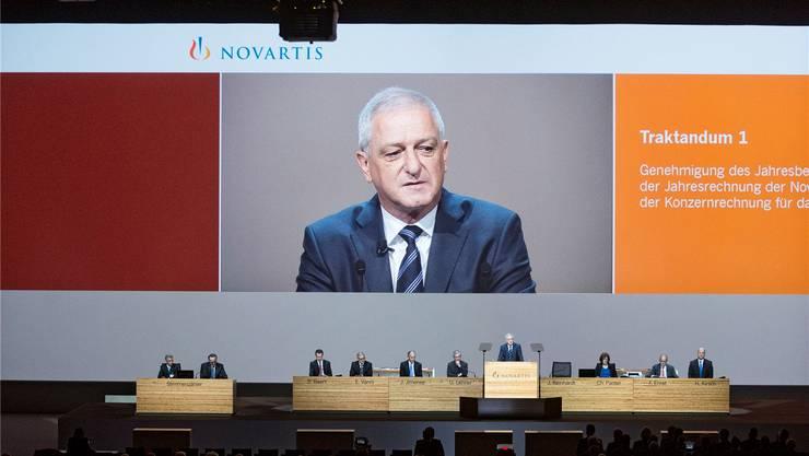Kaum Gegenwind: Novartis-Präsident Jörg Reinhardt blickt auf zufriedene Aktionäre in der St. Jakobshalle.