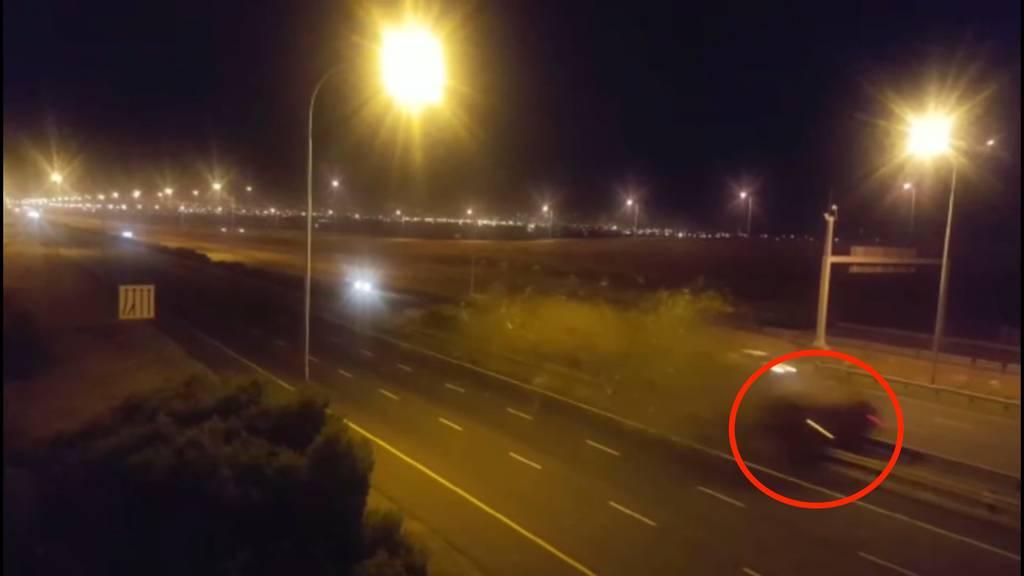 Horror-Crash: Hier rast ein BMW mit über 300 km/h in eine Leitplanke