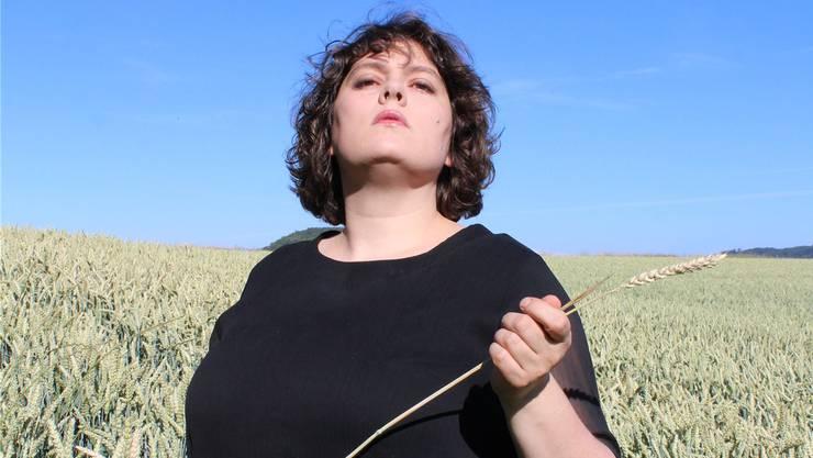 Patti Basler über sich: «Sie bringt die Bodenständigkeit einer Bauerntochter von der Heu- auf die Show-Bühne.» ho
