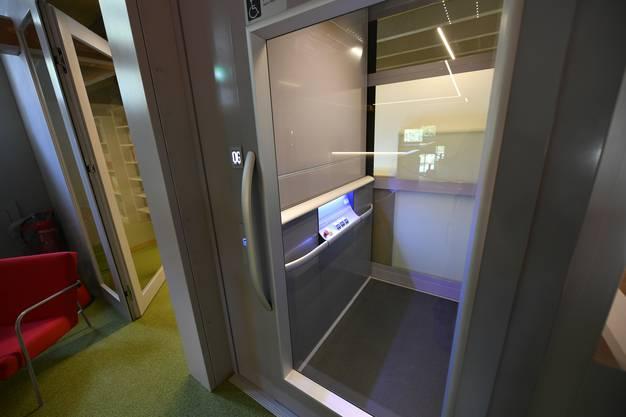 Eröffnung Stadtbibliothek Grenchen in der Alten Turnhalle Bilder aus dem Innern vor der Eröffnung ohne Publikum