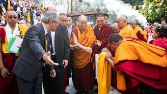 Gefeiert wie ein Popstar: Der Dalai Lama besuchte am Freitag das Tibet-Institut in Rikon ZH.