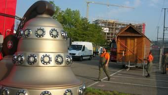 Ein Magenbrot-Wagen auf dem Parkplatz: Die Vorbereitungen für das Stadtfest sind bereits in vollem Gange.