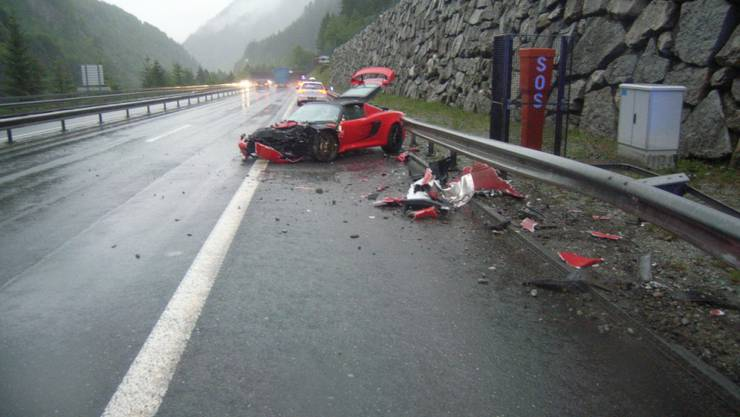 Der Sportwagen kollidierte am Montag auf der Autobahn A2 bei Gurtnellen mit einem anderen Auto. Die Fahrer blieben unverletzt.