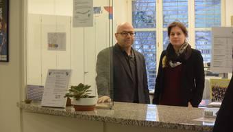 Zullwils Gemeindepräsident Roger Hänggi und Treuhänderin Sarah Stebler: Sie beantworten derzeit in Zullwil viele Fragen zu den gemeinderätlichen Vorschlägen für eine Zusammenarbeit auf Verwaltungsebene mit der Gemeinde Breitenbach.