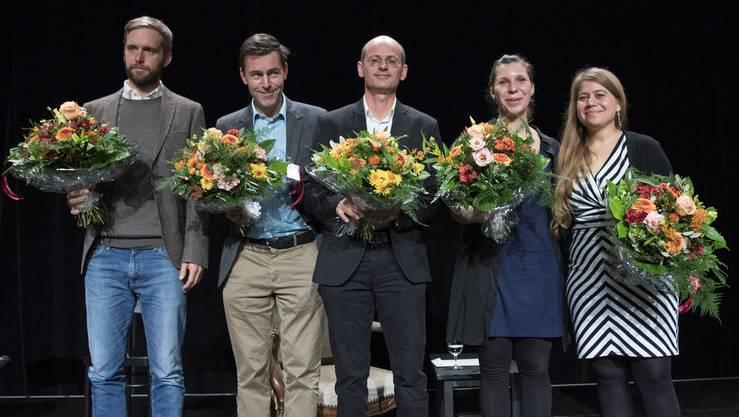 Heinz Helle, Peter Stamm, Sieger, Vincenzo Todisco, Gianna Molinari und Julia von Lucadou, von links,anlässlichder Verleihung des Schweizer Buchpreises im Foyer des Theater Basel.