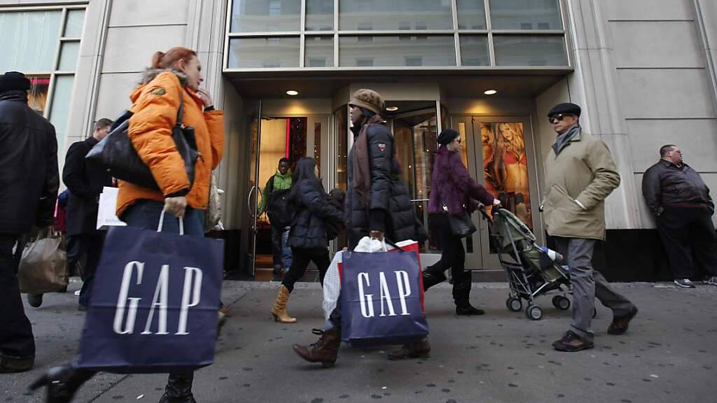 US-Amerikaner konsumieren erstmals seit Monaten weniger