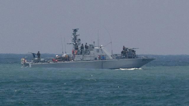 Ein Schiff der israelischen Marine patroulliert vor dem Hafen Aschdod
