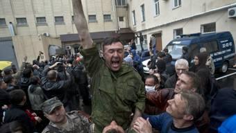 Prorussischer Gefangener nach erzwungener Freilassung in Odessa
