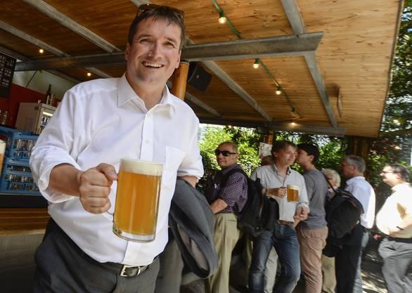 Christian Levrat hat Durst - und hat im Biergarten bereits ein Bier erhalten.