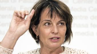 Doris Leuthard bei einer Pressekonferenz zur Postauto-Affäre 2018.