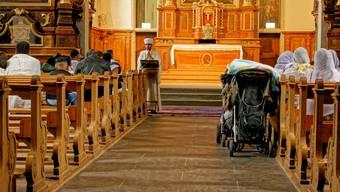 Koptische Christen feiern ihren Gottesdienst in der Kapuzinerkirche.