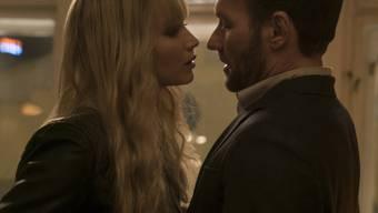 """Jennifer Lawrence (l) und Joel Edgerton (r) spielen im Agenten-Thriller """"Red Sparrow"""", der am Wochenende vom 1. bis 4. März 2018 in den Deutschschweizer Kinos am meisten gefragt war. (Archivbild)"""