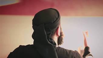 Abu Walaa achtet in seinen Videos darauf, dass sein Gesicht nicht zu sehen ist. youtube
