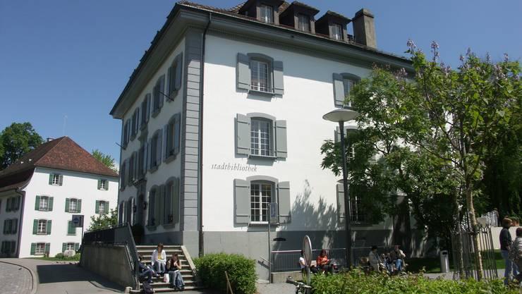 Leihmedien aller Art in der Aarauer Stadtbibliothek im Hübscherhaus am Graben erfreuen sich ungebrochen einer grossen Nachfrage.
