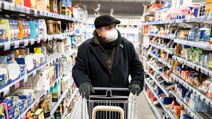 Die Kantone Waadt und Jura haben die Maskenpflicht auf Läden ausgeweitet.