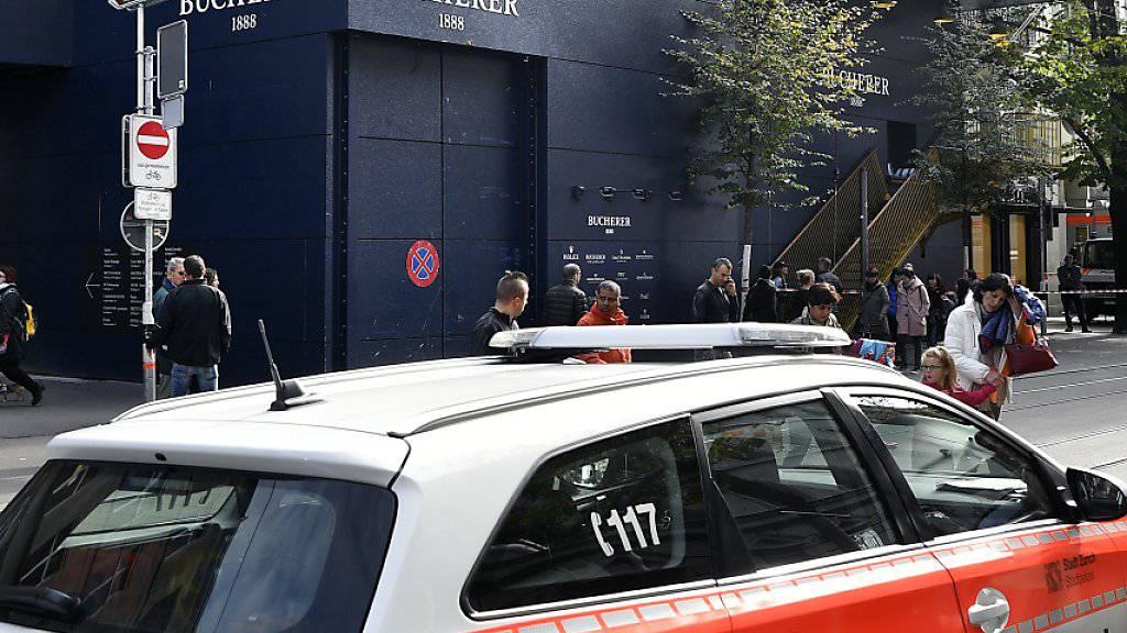 Nach dem Überfall auf «Bucherer»: Grossaufgebot der Stadtpolizei an der Bahnhofstrasse in Zürich am 24. Oktober. (Archiv)