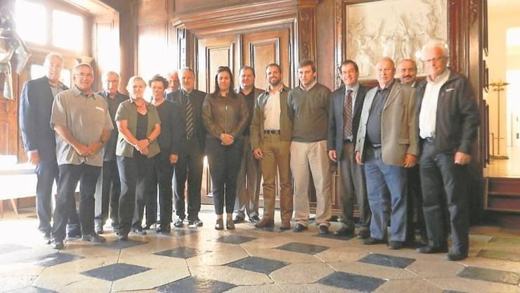 Die Delegation wird im Steinernen Saal im Solothurner Rathaus von der Solothurner Regierung mit Landammann Peter Gomm, Volkswirtschaftsdirektorin Esther Gassler und Staatsschreiber Andreas Eng empfangen.