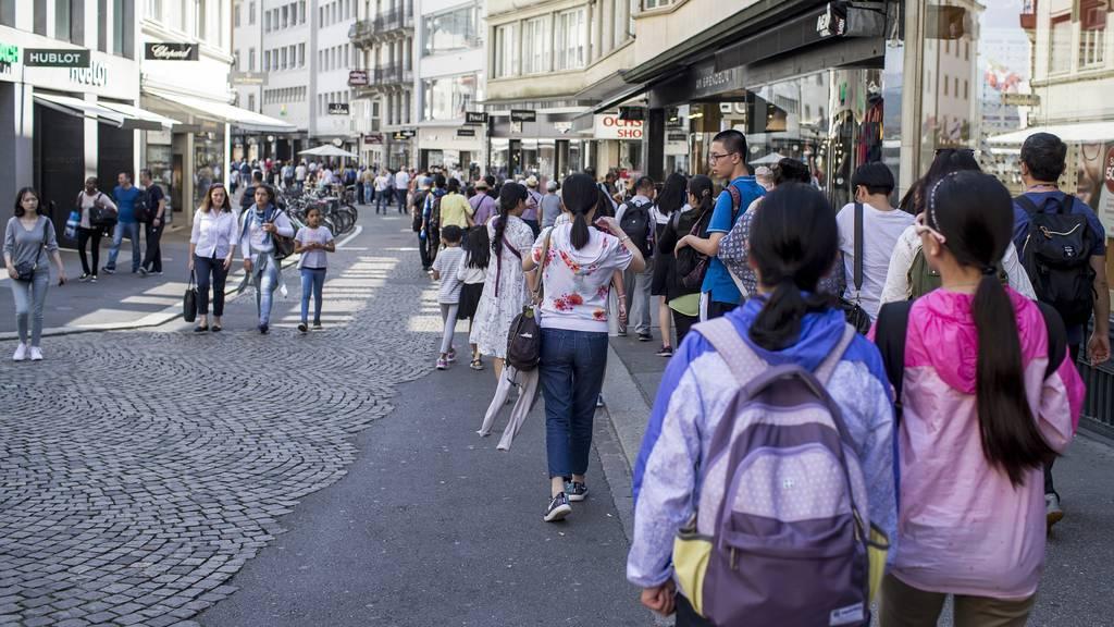 10'000 Touristen können trotz Zertifikat in der Schweiz nicht ins Restaurant