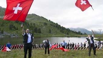 Mehr als 150 Alphornbläser bestritten letztes Jahr den Höhepunkt des internationalen Alphornfestivals in Nendaz (VS). Dieses Jahr werden es zum Walliser Jubiläum sogar 200 sein (Archiv)