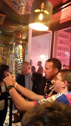 Marco Streller nimmt sich Zeit für Fotos mit den Fans.