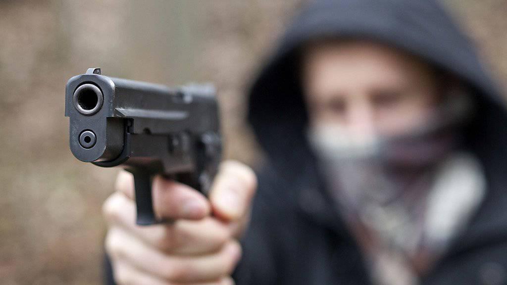 Ein Mann hat in einem Café in Serbien seine Ehefrau und vier weitere Menschen erschossen. (Symbolbild)