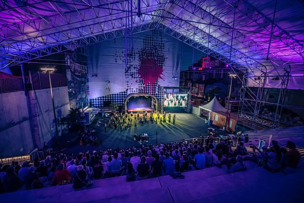 Mädchenchenchor Solothurn in der Attisholz-Arena