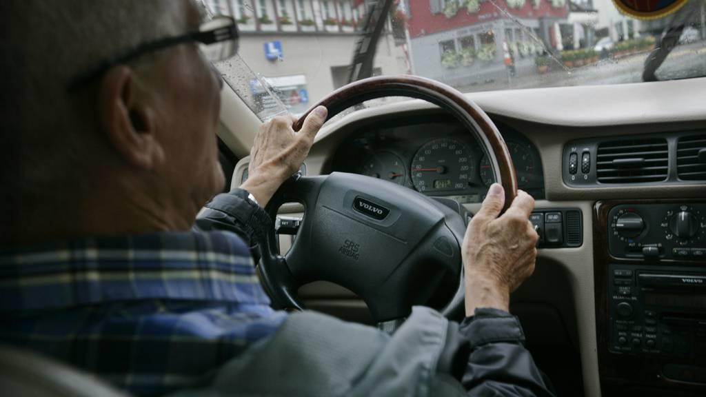 Bereits zum vierten Mal wurde der 65-jährige beim Autofahren ohne Führerschein erwischt.