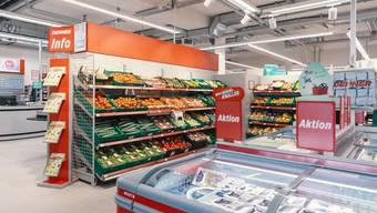 Der Schweizer Discounter Denner senkt ab September bei über 200 Produkten die Preise. Im Bild: eine Filiale in Rorschach.